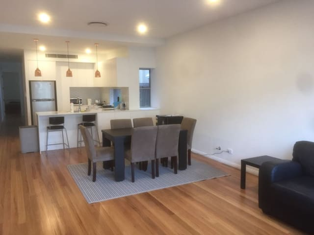 Spacious and Cozy Single room in Newtown