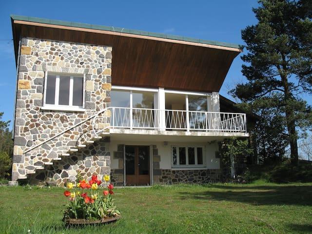 Gîte BEAU SITE - maison indépendante face au Lac.