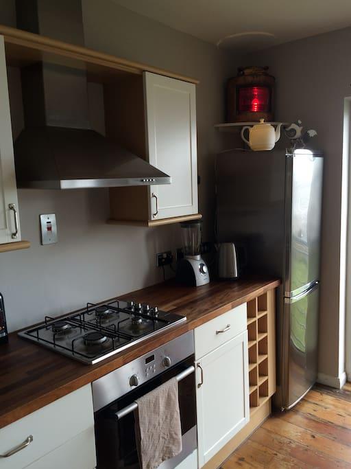 Cooker, Oven, Extractor, Fridge/Freezer