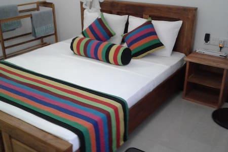 Isumi & Risara Homestay - Sigiriya - Bed & Breakfast
