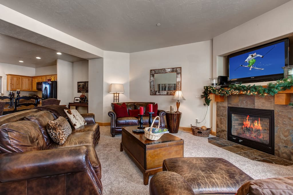 Main Living Room - Plenty of Seating, Gas Fireplace, Large HD TV with Cable TV