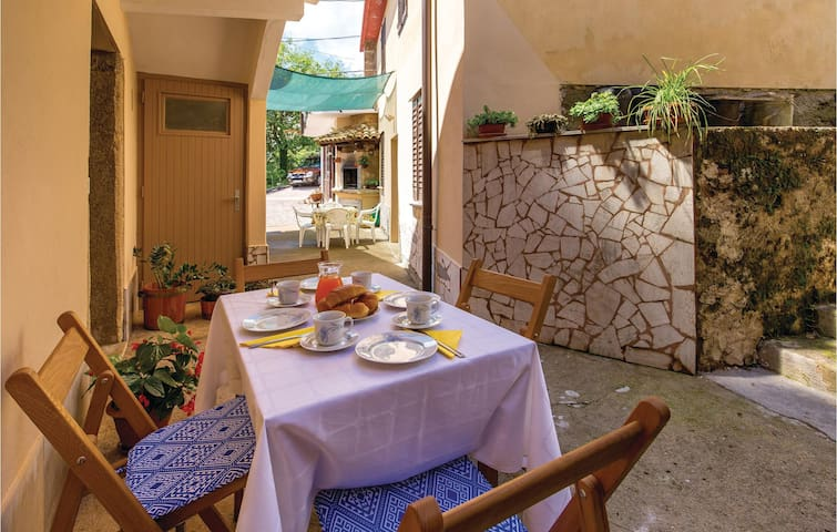 Holiday apartment with 2 bedrooms on 90m² in Bregi