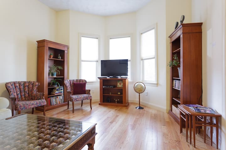 Ideal Boston JP 2bdrm w/parking & laundry,  WiFi