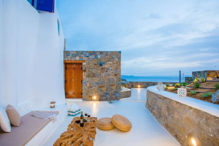 Gorgeous Studio with Jacuzzi in Cycladic Architecture Overlooking the Aegean