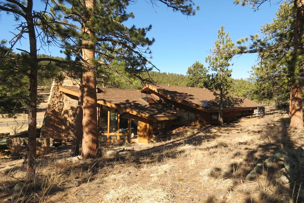 Stutzhaven in the Mountains - Bermed earthship style eco home!