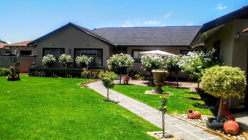 The White Rose Guesthouse Welkom