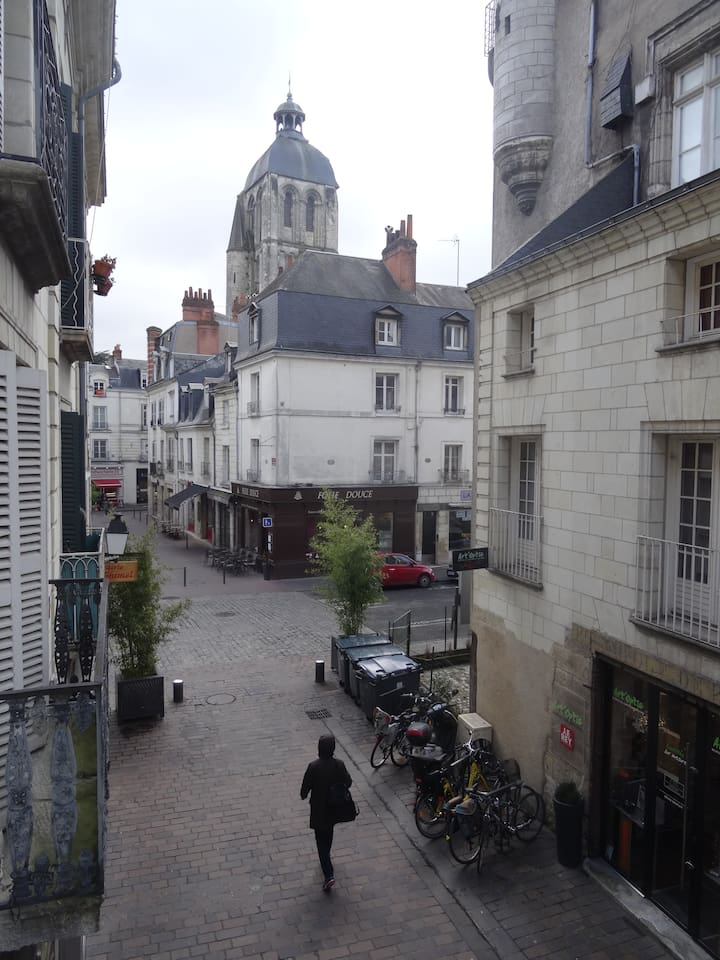 40 sq m loft in the very center of Tours with WIFI