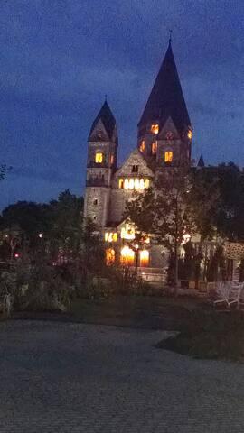 le temple à la nuit tombée...