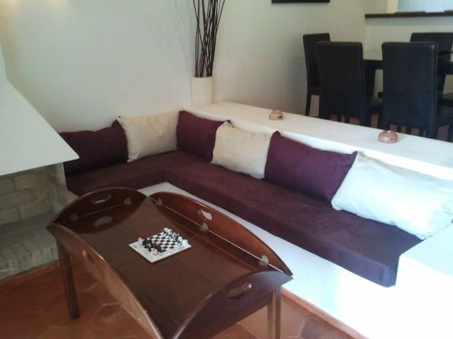 canapé construit qui permet de former un king size bed avec le canapé lit