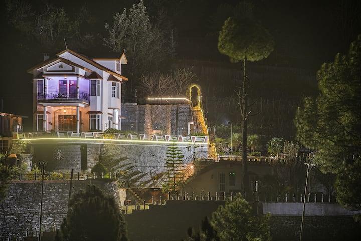 Kanishka Cottage,Chail 3bhk, Lawn, Bonfire,Balcony