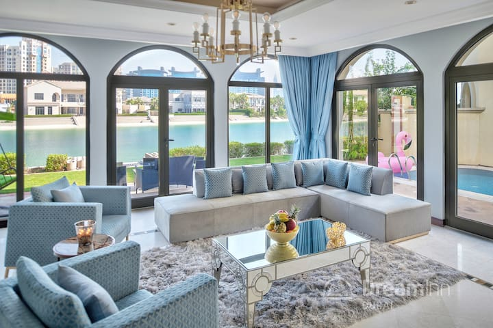 Stylish Haven 7-Bedroom Villa in Palm Jumeirah