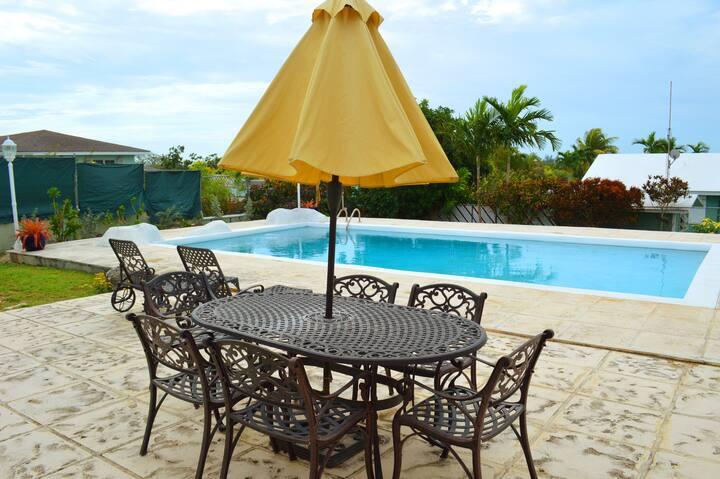 Luxury Getaway Home in Quiet area