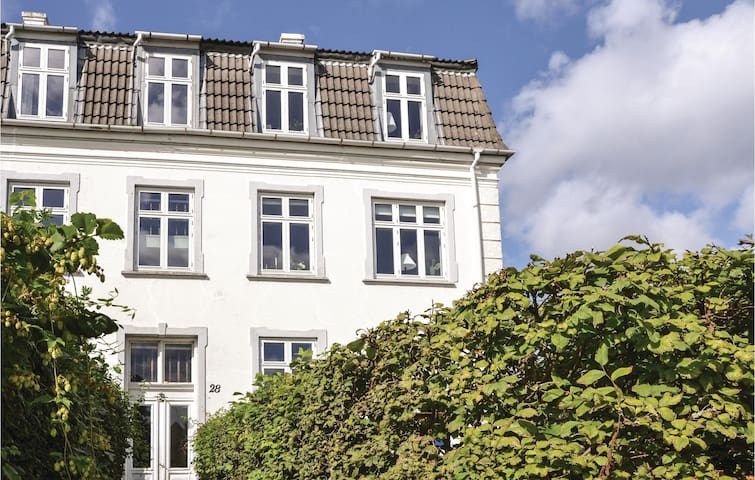 Holiday apartment with 1 bedroom on 64m² in Charlottenlund