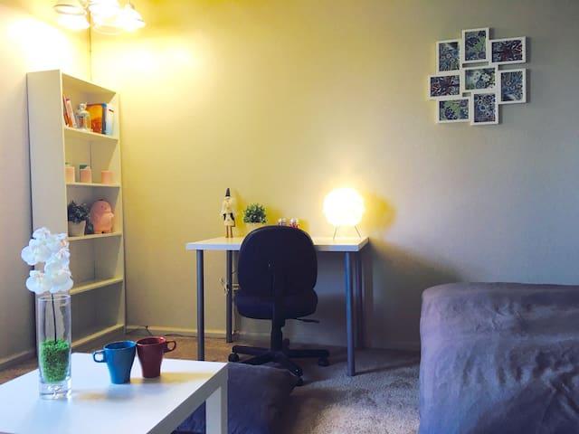 配有书桌书柜,私人学习办公空间