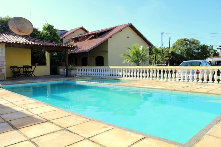 Casa de praia com piscina e churrasqueira