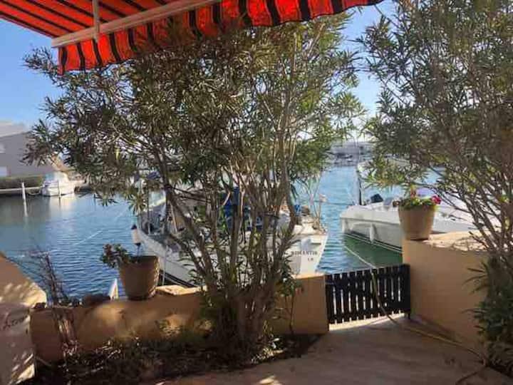 Belle marina duplex avec terrasse à Port Camargue