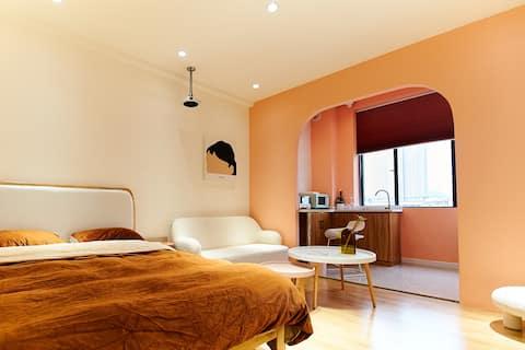 【集梦间】米兰孟菲斯风格 市中心新公寓楼|轻奢可爱 智能家居 高清投影 冰箱|万隆城商圈市中心长安街