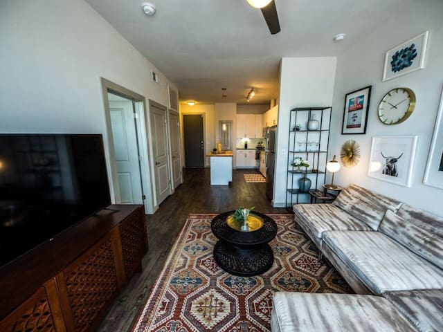 Stay Downtown Apartments | Free Parking | Downtown Austin