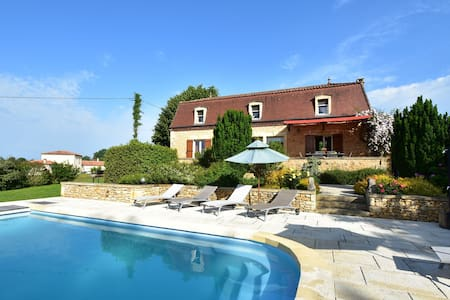 Cozy Holiday Home in Coux-et-Bigaroque with a Private Pool