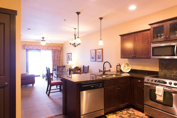 Classic 2 Bedroom Condo at Chase on the Lake