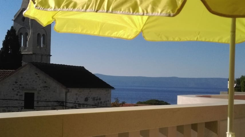 Room, 100m from city center, seaside in Sumartin - island Brac, Balcony