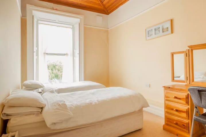 Stunning Private Bedroom with En Suite - Blackrock - House