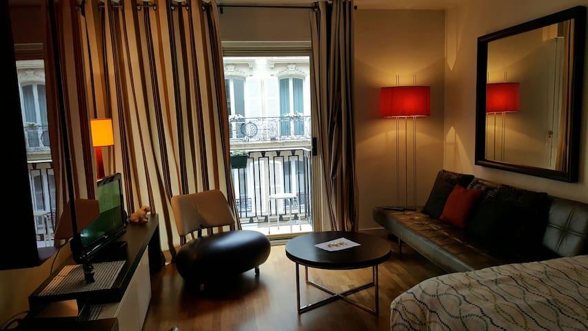 Champs Elysée Luxury Apartment