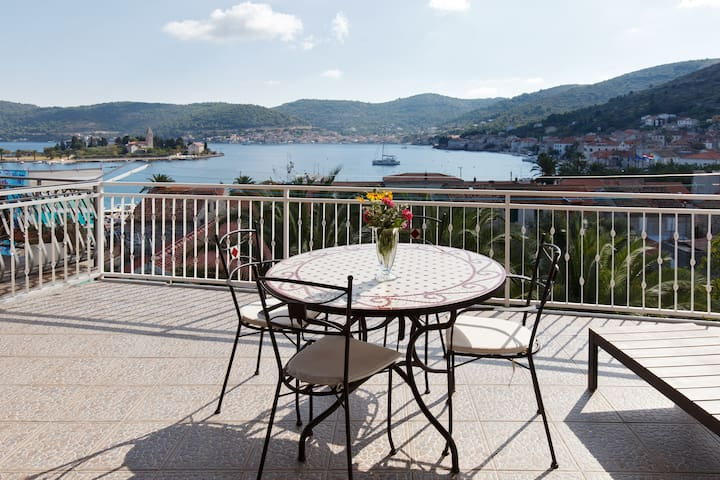 Blu apt (sea view,huge terrace,4+1)