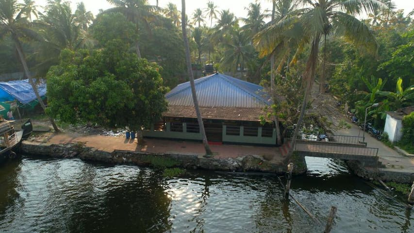 The Lake House - Water front Rooms in Alleppey