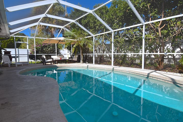 Siesta Key Pool House 3 miles from Siesta Key