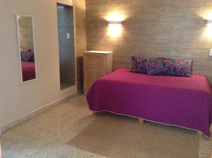 Linda y confortable habitación con baño privado