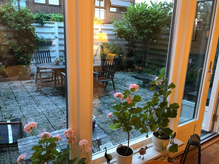 Cozy terraced home - short walk from the sea