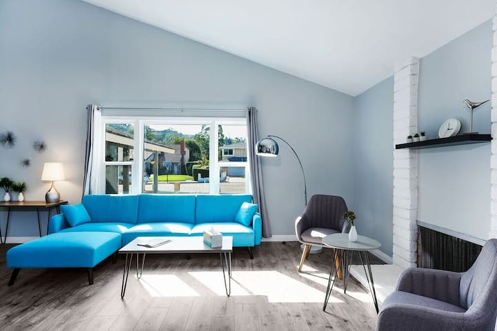 Updated Danish Modern Home 4BD3BA near Disney & LA