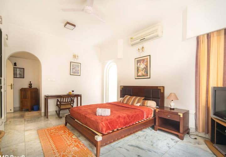 Upscale Room for Short or Long Stay (Off M G Road)