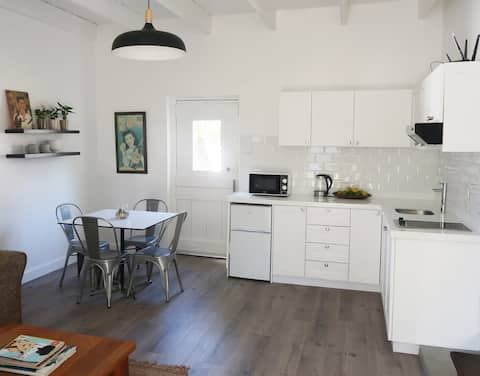 Mon Repos, free standing cottage, Paarl, Cape Town