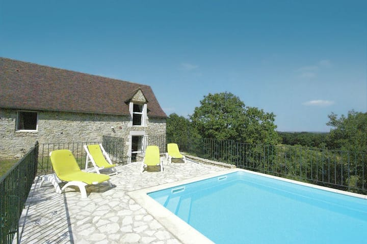 Modern Holiday Home in Florimont-Gaumier with Private Pool