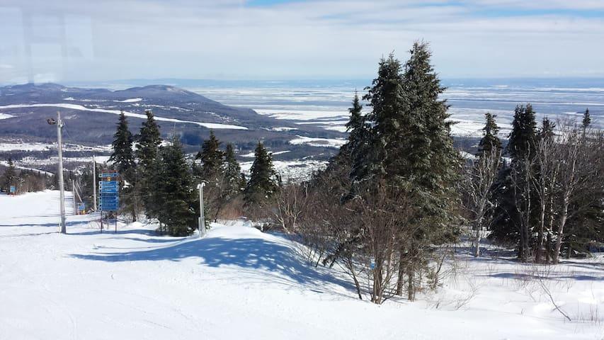 Snowboarder/skiier condo -Mont Ste Anne