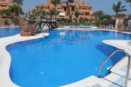 Luxury 2 Double Bed 2 Bath Apartment. Pool Terrace - 埃斯特波納 - 公寓