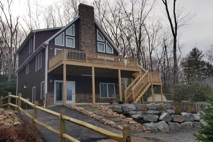 Momma Bear Lodge at Pocono Mountains