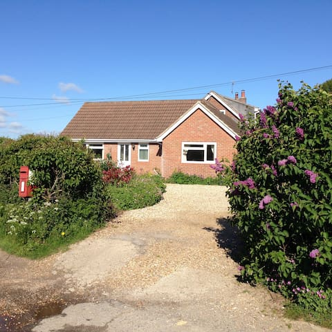 'Lilac Lea'- Bungalow for two in rural setting