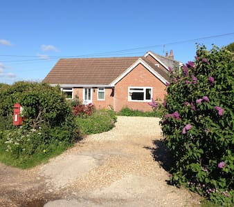 'Lilac Lea'- Bungalow for two in rural setting - Bere Regis