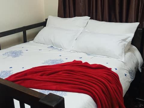 Itok Abode;private room,6km to UN, Fourways Estate