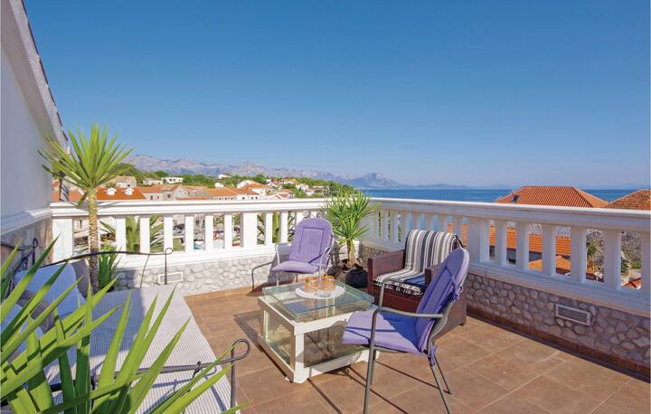 Beautiful home in Sucuraj with WiFi and 1 Bedrooms
