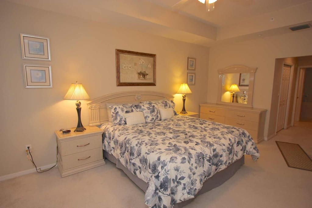 Master Suite with King Bed/Flat Screen Cable TV/Walk-In Closet/Luxurious Private Master Bathroom/Access to Balcony