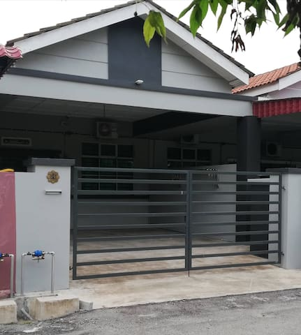 HMSTAY Fully Furnish,4ROOMS,FREE Wifi, MUSLIM ONLY