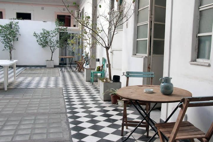 Patio room with private bathroom + great location! - Buenos Aires