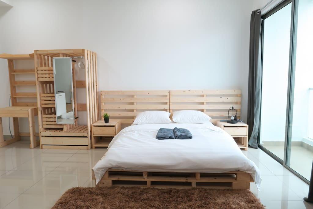 Bright 1 bedroom studio with air conditioning and ceiling fan for chilly nights.