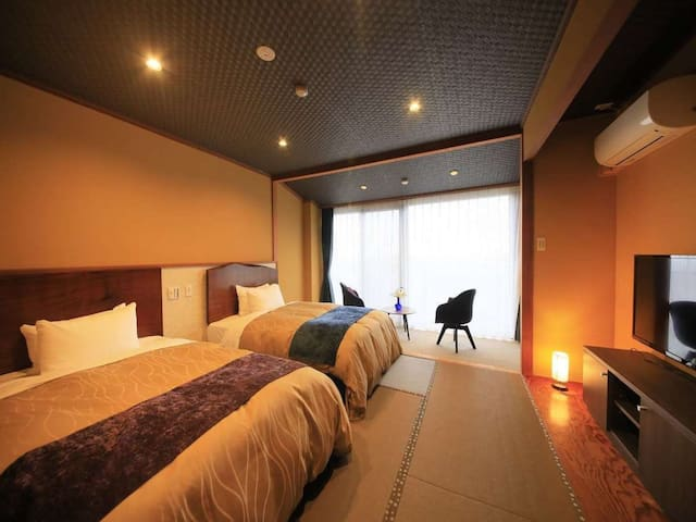 Free pick up from Kinomiya station! Onsen public bath and twin room