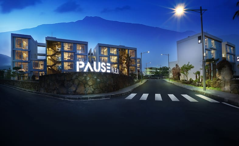 PAUSE IN JEJU #210 | SUPERIOR - Injeongoreum-ro86beon-gil, Seogwipo-si - Townhouse
