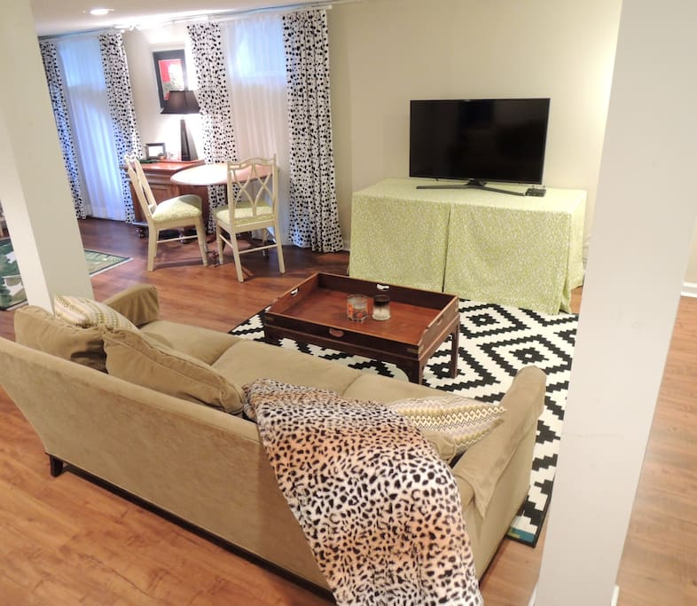 Comfy velvet sofa and Smart TV with cable & Netflix, perfect for chilling